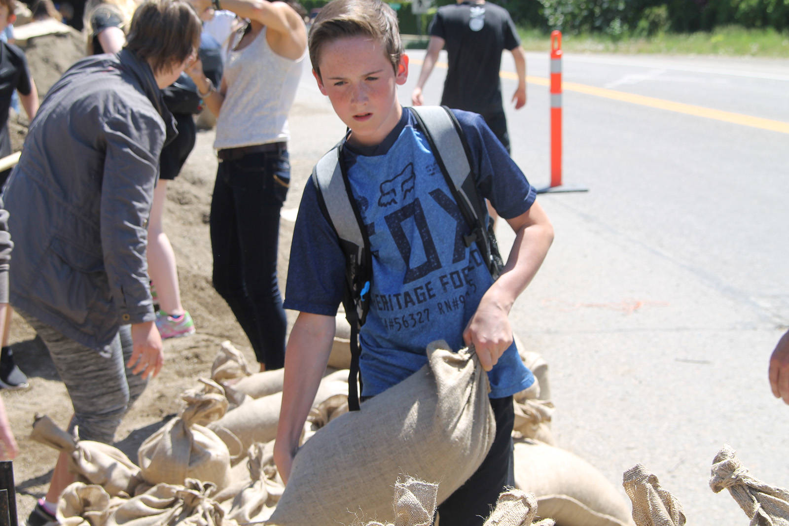 Students join the flood fight