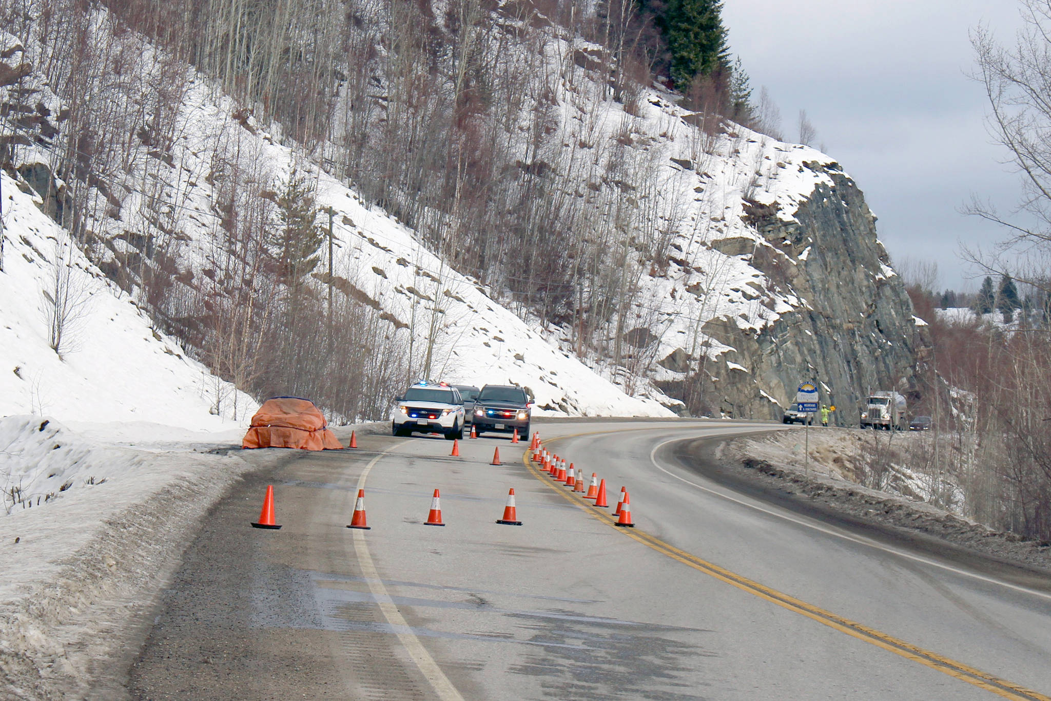 The body found in the 1999 Honda Civic found burning on the side of Hwy 22 on Jan 14 has been identified. (Chelsea Novak/Castlegar News)