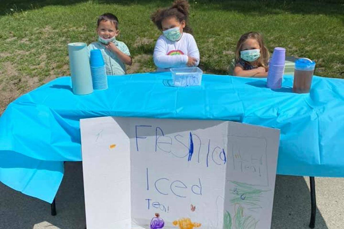 Bentley Martin (left), Graelynn Roche, and Paisleigh Martin (right) sell iced tea on Sunday, May 9, 2021. (Lindsey Roche/Contributed)